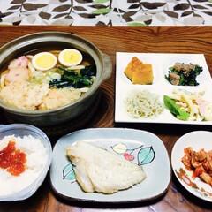 キムチ/焼き魚/我が家の夕食/鍋焼うどん/寒さ対策 🍚我が家の夕食🥢 鍋焼きうどん。 筋子ご…(1枚目)
