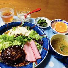 かぼちゃクリームチーズ/山菜/我が家の夕食/ハンバーグ/スタミナご飯/夏に向けて/... 🍚我が家の夕食🥢 煮込みハンバーグ。 ペ…