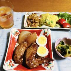 手羽先甘辛煮/ご飯/朱色/フォロー大歓迎/わたしのごはん 🍚我が家の夕食🥢 手羽先甘辛煮。 白菜キ…