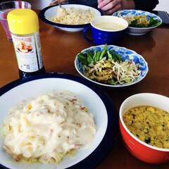 白菜サラダ/コーンスープ/卵スープ/カルボナーラ/即席麺/マ・マー商品/... 🍽我が家のランチ🍽 カルボナーラ。 白菜…