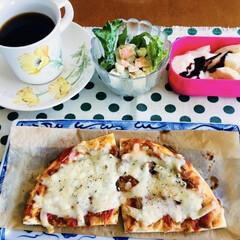 我が家の朝食/ピザ/ピンク 🍕我が家の朝食☕️ 朝からピザ🍕 バナナ…