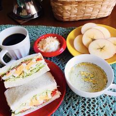 モカコーヒー/青森りんご/スターカット/きな粉ヨーグルト/サンドイッチ/コーンスープ/... 🥪我が家の朝ゴパン☕️ 卵・魚肉ハムのサ…