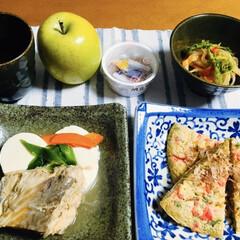 お好み焼き/煮魚/食事情/フォロー大歓迎 🍚我が家の夕食🥢 煮魚(カンパチ味噌味)…