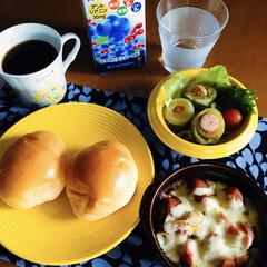 我が家の朝ゴパン/最近買った100均グッズ/セリア/100均 🍞我が家の朝ゴパン☕️ バターロール。 …