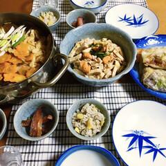料理/炊き込みご飯/ホタテヒモ料理/春巻き/鍋料理/フォロー大歓迎/... 🍲今日の夕食🥢 冬定番の鍋にしました。 …