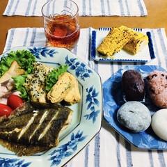おはぎ/赤飯/いなだバター醤油焼き/彼岸団子/さつま芋天/とうもろこし/... 🍚我が家の夕食🥢 カレイ唐揚げ。 ネギ入…