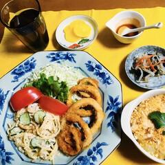 オニオンリングフライ/黒酢/サラスパ/我が家の夕食/スコップコロッケ/limiaキッチン同好会/... 🍚我が家の夕食🥢 オニオンリングフライ🧅…