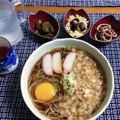 夏日/ビーンズサラダ/イカバター/ランチョンマット/マグロ旨煮/冷蕎麦/... 🍚我が家の夕食🥢 冷蕎麦。 イカバター🦑…