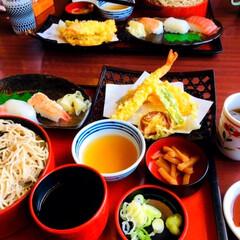 ご飯/朱色/おでかけ/フォロー大歓迎/わたしのごはん 🍣我が家の夕食🥢 東京に遊びに行ってた息…