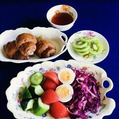野菜サラダ/我が家の朝ゴパン/limiaキッチン同好会 🥐我が家の朝ゴパン☕️ 黒糖ロールパン。…