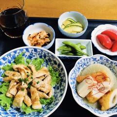 夏飯/枝豆/煮物/生姜焼き丼/我が家の夕食/おうちごはん/... 🍚我が家の夕食🥢 生姜焼き丼。 煮物(大…