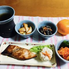 エビチリ/シュウマイ/我が家の夕食/焼き魚/ピンク 🍚我が家の夕食🥢 焼き魚(ブリ) 巨大シ…