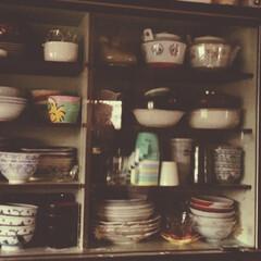アイデア/食器棚/収納 実家の食器棚こんな感じ何ですけど、綺麗に…
