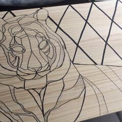 アクリル絵の具でペイント/アクリル絵の具/ワークデスク/テーブル/虎/DIY/... 机作った。 今ある机が作業台としては小さ…(3枚目)