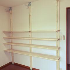 2×4アジャスター ヴィンテージグリーン ラブリコ(LABRICO)DIY収納パーツ    平安伸銅工業(ウォールシェルフ)を使ったクチコミ「新居にDIYで洋服収納ラックを作りました…」(1枚目)