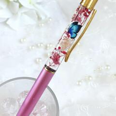 ハーバリウムボールペン/ハーバリウム手作り/ハーバリウム/ハンドメイド/春のフォト投稿キャンペーン ハーバリウムボールペンに大好きな蝶🦋を入…