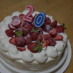 お祝いケーキ/いちごのケーキ/簡単デコレーション/デコレーションケーキ/ハンドメイド 長男が20歳になりました^^* 色んなこ…