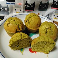 スイーツ/抹茶マフィン/手作りお菓子/手作りケーキ/手作りマフィン/お菓子作り好きな人と繋がりたい おやつに、抹茶マフィン作りました。焼き立…