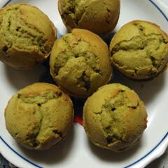 スイーツ/抹茶マフィン/手作りお菓子/手作りケーキ/手作りマフィン/お菓子作り好きな人と繋がりたい おやつに、抹茶マフィン作りました。焼き立…(2枚目)