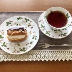 Wedgwood ワイルド・ストロベリー ティーカップ&ソーサー ピオニー | ウェッジウッド(マグカップ)を使ったクチコミ「ひとりお茶時間☺️✨コンビニかスーパーで…」