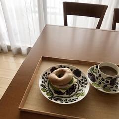 アラビア プレート ARABIA 8981 Purple Paratiisi パープルパラティッシ 21cm | アラビア(皿)を使ったクチコミ「朝昼兼用のおうちカフェごはん🥯☕️コスト…」