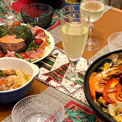 カステヘルミ ボウル | イッタラ(バット)を使ったクチコミ「クリスマスは恒例のパエリアでおうちごはん…」(3枚目)