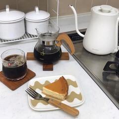 バルミューダ 電気ケトル バルミューダ ザ・ポット K02A-WH ホワイト | BALMUDA(電気ポット)を使ったクチコミ「チーズケーキにコーヒーはやっぱりよく合い…」