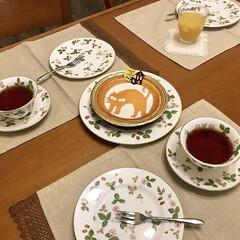Wedgwood ワイルド・ストロベリー ティーカップ&ソーサー ピオニー | ウェッジウッド(マグカップ)を使ったクチコミ「ハロウィンの時期のモロゾフのチーズケーキ…」