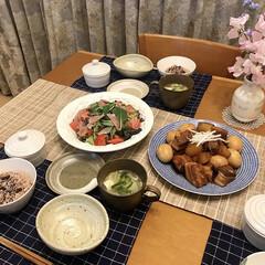 テーブルコーディネート/テーブルセッティング/生ハムサラダ/avec24h/お誕生日のメニュー/お赤飯/... 子どもたちは豚の角煮が大好きで、お誕生日…
