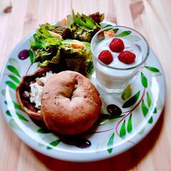 手作りぱん/低糖質な朝ごはん/朝ごぱん/ベーグルサンド/とりあえず野菜食/お料理好きな人と繋がりたい/... 今日の朝ごはん . . ❁レーズン酵母で…