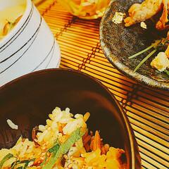 豆苗と豚肉炒め/スパサラ/小松菜の和え物/今夜のメニュー/炊飯器料理/食卓を囲む/... 簡単炊き込みご飯🍚  【お米 2合】 シ…(3枚目)