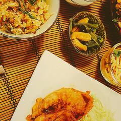 豆苗と豚肉炒め/スパサラ/小松菜の和え物/今夜のメニュー/炊飯器料理/食卓を囲む/... 簡単炊き込みご飯🍚  【お米 2合】 シ…(2枚目)