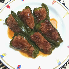 おうちご飯/こだわりのテーブル/お気に入りの食器/美味しい/ヒルナンデス/ピーマンの肉詰め ピーマンの肉詰め❣️ いつもは 軽く焼い…
