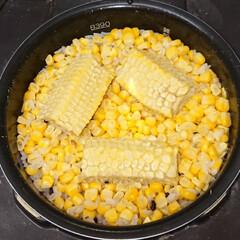 とうもろこしご飯/フォロー大歓迎/おうちごはん/暮らし/節約 とうもろこしご飯🌽炊けたよ❣️ とうもろ…