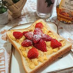 イチゴ/いちごトースト/プッチンプリン/スムージー/朝ごパン 小粒のイチゴが安かったので いちごトース…