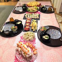 お家ごはん/お家ご飯/料理/テーブルセッティング/テーブルコーディネート/パーティー料理/... 雛祭り終了🎎✨ 目一杯作りました💕 娘の…