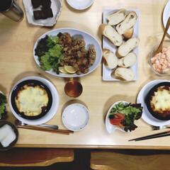 夕食/フランスパン/わたしのごはん/おうちごはんクラブ/フード 今夜のメニューは、ラザニア、サラダ、唐揚…