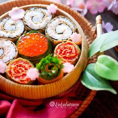 ランチボックス/お弁当/ランチ/お弁当箱/春のお弁当 久しぶりに投稿します⤴︎くるくる稲荷寿司…(1枚目)