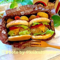 ボリュームたっぷり/息子弁当/カフェ弁当/昼ごはん/ハンバーガー弁当/おうちカフェ/... 🍔ハンバーガー弁当🍔 息子っちののリクエ…