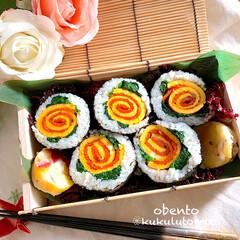時短レシピ/息子弁当/くるくる巻き巻き同盟/お弁当/手作り/フォロー大歓迎/... ❁薔薇巻き寿司を恵方巻きの練習で作って見…