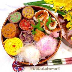 削りかまぼこおにぎり/牛肉野菜巻き焼/曲げわっぱ弁当/お弁当作り/OBENTO/お弁当/... こんにちわ🤗センター試験ありましたね✨ …