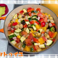夏野菜/ズッキーニ/ラタトゥイユ 今期初、ラタトゥイユ🍅🍆🥒 大ぶりなズッ…