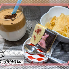 チョコクランチ/ポテトチップス/チョコレート/ダルゴナコーヒー/おウチカフェ 本日のおうちカフェ☕  ダルゴナコーヒー…
