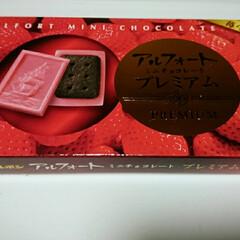 チョコレート 苺40%使用! 苺の酸味がいい👍  娘と…