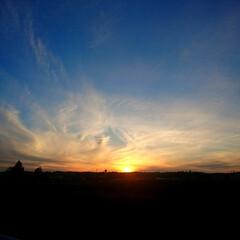 温泉/風景/旅 夕焼け温泉付近の夕日の写真。 毎日、違う…