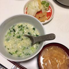 七草粥/冬/おうちごはん 卵も入ってます。 味噌汁と漬物で健康的に。