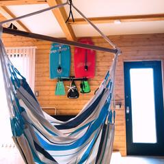 海外風/ボディーボード/ハンモック/棚/リビング/DIY/... リビングにお気に入りのハンモック✨ 壁に…(1枚目)