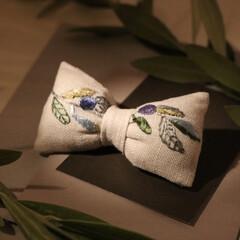 ヘアアクセ/リボン/刺繍/ブローチ/ハンドメイド/おしゃれ/... リボンのブローチを作りました。 オリーブ…