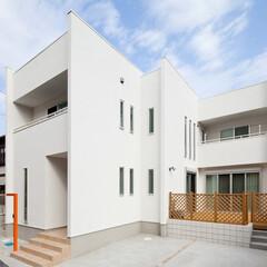 注文住宅/スケルトン階段 エッジの効いた洗練された白い外観。「白い…