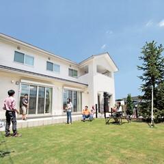 ロフト/注文住宅/子育て 青空に映える真っ白な外観。ゆとりある敷地…